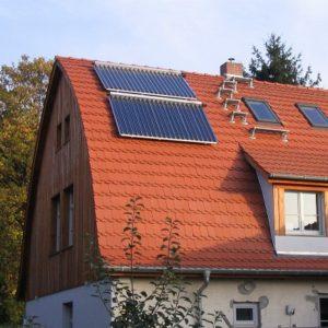 Seeheim - Sanierung im Altbau: Solarheizung mit Pelletskaminofen im Wohnzimmer